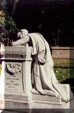 MontRoyal--classic_weeping.JPG (47714 bytes)