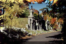 images/MontRoyal--tombs.JPG (61861 bytes)